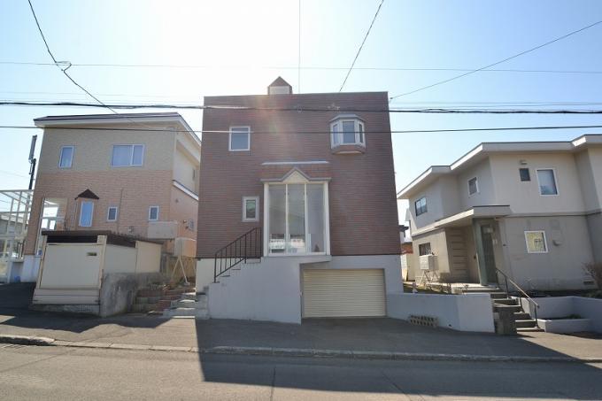 ◆厚別東4条8丁目 閑静な住宅街に立地の車庫付き5LDK!◆ 画像2