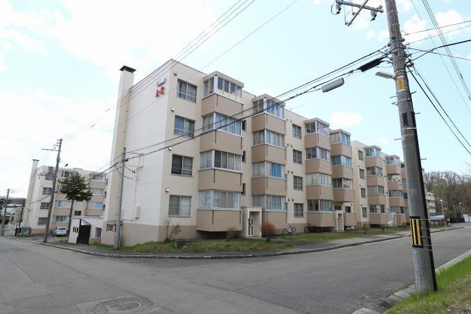 北海道札幌市南区真駒内柏丘6丁目4-2 の売買中古マンション物件詳細はこちら