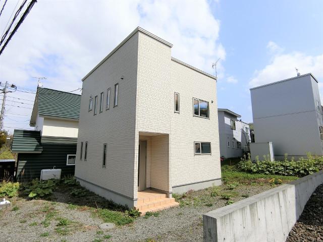 北海道札幌市中央区円山西町3丁目5-53 の売買中古一戸建物件詳細はこちら
