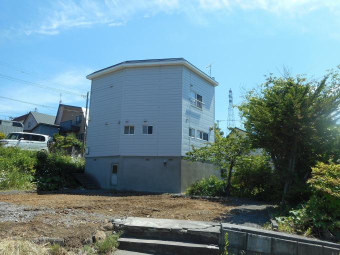 北海道小樽市桜2丁目32-4 の売買中古一戸建物件詳細はこちら