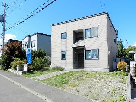 北海道札幌市南区藤野二条9丁目20-13 の売買中古一戸建物件詳細はこちら