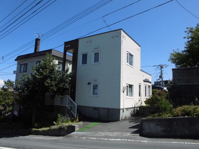 北海道小樽市桜4丁目4-16 の売買中古一戸建物件詳細はこちら