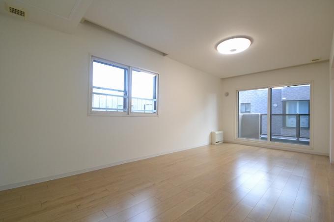 ◆ロイヤルシャトー福住 南東向き3方角部屋につき日当たり良好!◆ 画像2